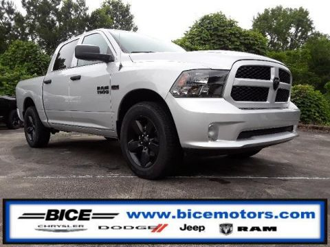 New 2018 RAM 1500 Express 4x2 Crew Cab 5'7 Box